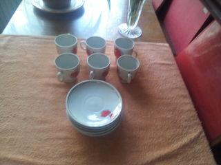 Маленькие кофейные чашечки с блюдцем. В идеальном состоянии. Недорого и хороший подарок. 6 штук.