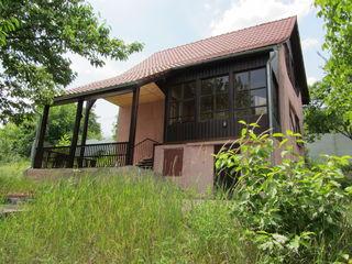 Дом в Яловенах. 2 этажа и мансарда, сауна. басейн, камин, 19 соток.