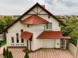 Casa în Dumbrava, str. Durlești. Ideală pentru familie sau investiție.