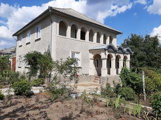 Se vinde casă 2 nivele , 17 ari,150 m2,orașul Florești