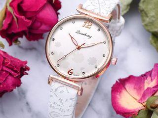 Женские часы 200 лей Корея
