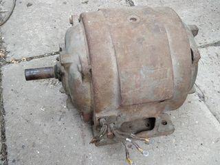 электро двигателя разные 220  и 380