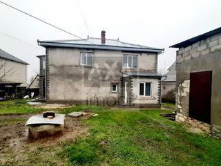 Vânzare casă individuală în 2 nivele cu teren adiacent de 7,8 ari! Orașul Ialoveni