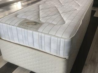 Dormitor 1 persoana cu saltea ortopedica (stare perfecta)