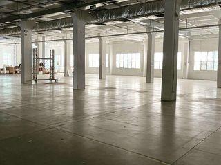 Сдается 1500м2 (в т.ч.писчевое) под производство, склад сект. Чеканы.Промышленная зона!Первый  этаж!