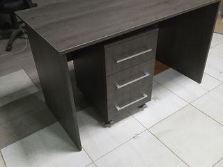 Новый письменный / рабочий стол с тумбой на роликах  для офиса/дома,