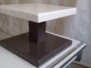 Эксклюзивный столик из искусственного камня LG