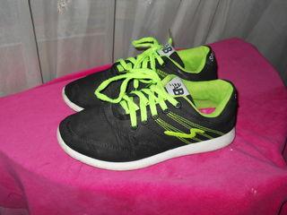 Продам кроссовки размер 36 на 35 длина стельки:22 см. за 70 лей