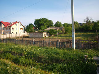 Vînd teren cu casă 25 km de la chisinau,la strada centrala (Chisinau-Criuleni)!