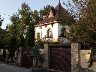Casa de elita , Buiucani-  1500 euro