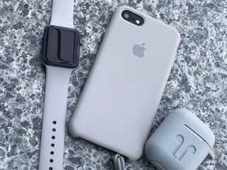 Huse și sticle de protecție pentru telefoane.