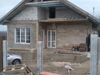 Casa-vila  se  merita de  vazut . alaturi de padure si iaz ,de la chisinau 17 km