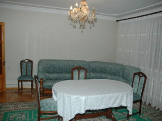 Casa 200 m2.Centru. 10 camere.