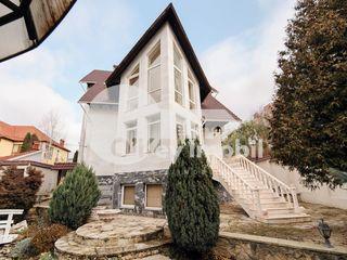 Casa cu 4 nivele, bazin, sauna, Buiucani, 4000 €
