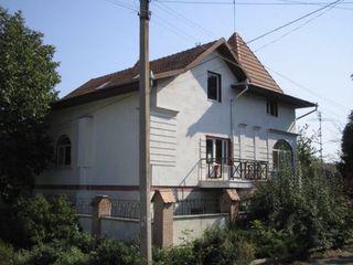 Продается дом (близость к Центру и парковой зоне)