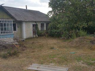 Se vinde casa bătrînească la 30 km de la chişinău