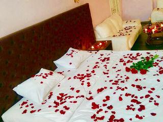цветы, свечи и ваша фантазия-599лей,почасова 150 lei