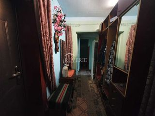 Se vinde apartament cu 2 camere separate etajul 2 din 5, de mijloc , Regiunea Spirina !!