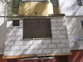 Балкон,ремонт, расширение, кладка балконов, остекление рамами пвх стеклопакеты. Реставрация балкона.