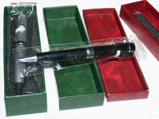 32GB usb flash в виде сувенирной ручки с лазерной указкой, фонариком и ультрафиолетом.