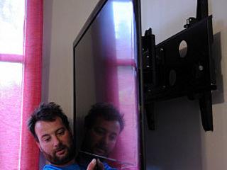 Монтаж телевизоров на стену. Навеска кронштейнов TV, LCD, LED . Instalare TV