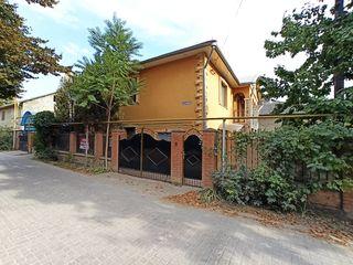 Продаю отличный 2х этажный дом, 140м2, Бельцы, ул.Лэутарилор 3, автономное отопление, 4,5 сот.земли.