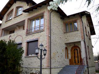 Chirie, casă cu 2 nivele, 5 odăi, Telecentru, str. Berezovski, 240 m2 , Design Clasic de Lux