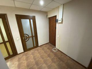 Spre vînzare spațiu comercial(oficiu),90 m2,blv.Dacia,Botanica!!!!!