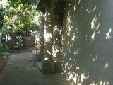 Продаётся дом в центре г.Кахул, 3 комнат,7 сот. земли