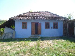 Casă cu teren 32 ari + sote 44 ari în Dâșcova