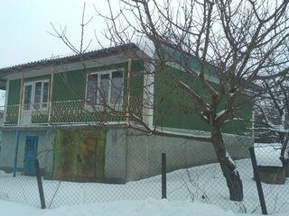 2-ух этажный дом 86 кв.м. на 8,5 соток в мун. Бельцы с. Садовое