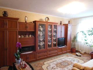 Se vinde apartament, 3 odai, aditional vila si garaj