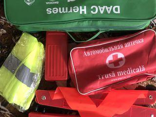 Знак аварийной остановки и светоотражающий жилет с сумкой - 150 лей. Оберег - 100 лей.