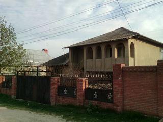 2-х этажный дом на 6-ти сотках земли по ул. Мачилор в г. Яловень. Цена: 49 900 евро.