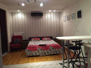 Aici  este  apartament.   350 lei-  noapte 350-450lei-ziua saptamina., lună..