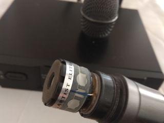 Радио микрофон Audio-Technica ATW-T341 с базой Audio-Technica ATW-R3100bD в хорошем состоянии.