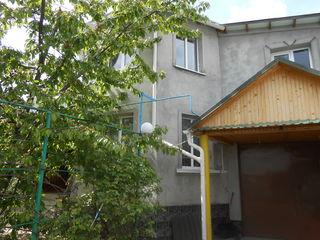 Дом 2 этажа в г. Единцы. Все условия. S=198 м2. Новый, крепкий дом с садом и гаражом.