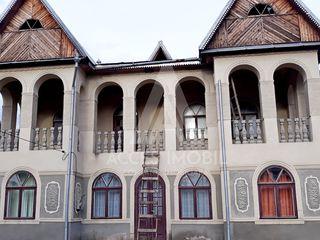 Casă în 2 nivele! Cojușna, str-la Lomtadze, 200 m2, 8 ari! 20 km. de la Chișinău!