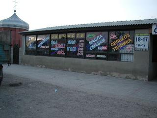 Продается магазин 388 м2 и участок земли 8 соток в Комрате. Недорого!!!