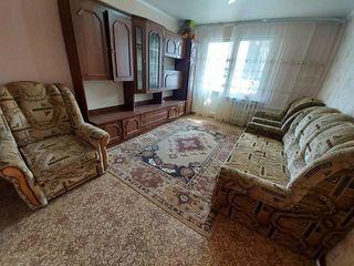 Vindem urgent apartament cu o odaie situat pe str.Vadul lui Voda, inersectie cu Sadoveanu .