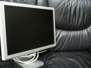 LCD  монитор  -  Apple  A1081   на - 20  Apple Cinema