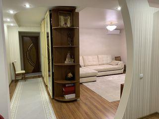 Продается  3- комнатная квартира на Ботанике.  Площадь-88 м2.