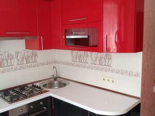 Apartament 3 odăi centrul orașului reparație nouă, mobilat - 43000 Euro, sau chirie 200 euro lunar.