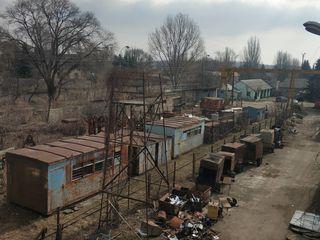 Продается территория со строениями. г. Бельцы  0,56 ГА , Ж/Д ветка рядом