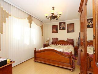 Se vinde casa cu 2 nivele ,in inima sectorului Sculeni , locatie perfecta !