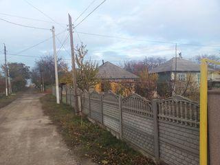 Продается дом в городе Дрокия. Есть газ, свет, телефон, кабельное TV, вода, канализация.