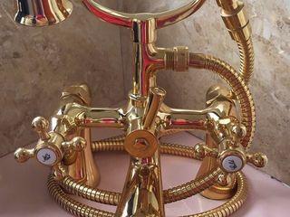 Фирменный бронзовый позолоченный  кран смеситель для  ванной.