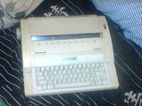 Печатная,электронная машинка Olympia Made in Germany.Латиница,Работает,как часы
