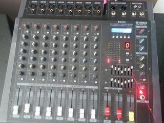 Mixer activ Yamaha PMX 808D cu amplificator 2000 W ,   la ptret 250  Euro