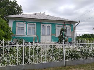 Se vinde casă în satul Gîrbova, raionul Ocnita! Preț negociabil!